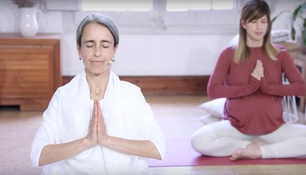 Inma y alumna clase de meditación